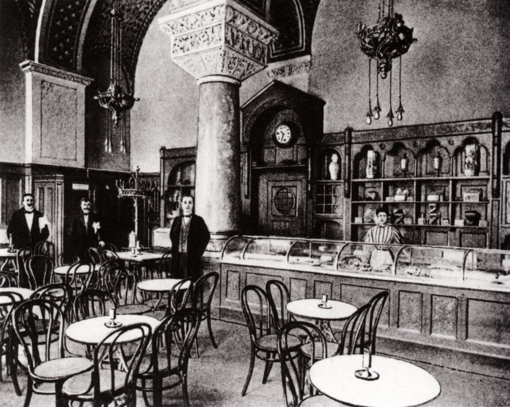 The main room of the Romanisches Cafe