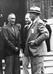 Berlin mayor, Julius Lippert (left)