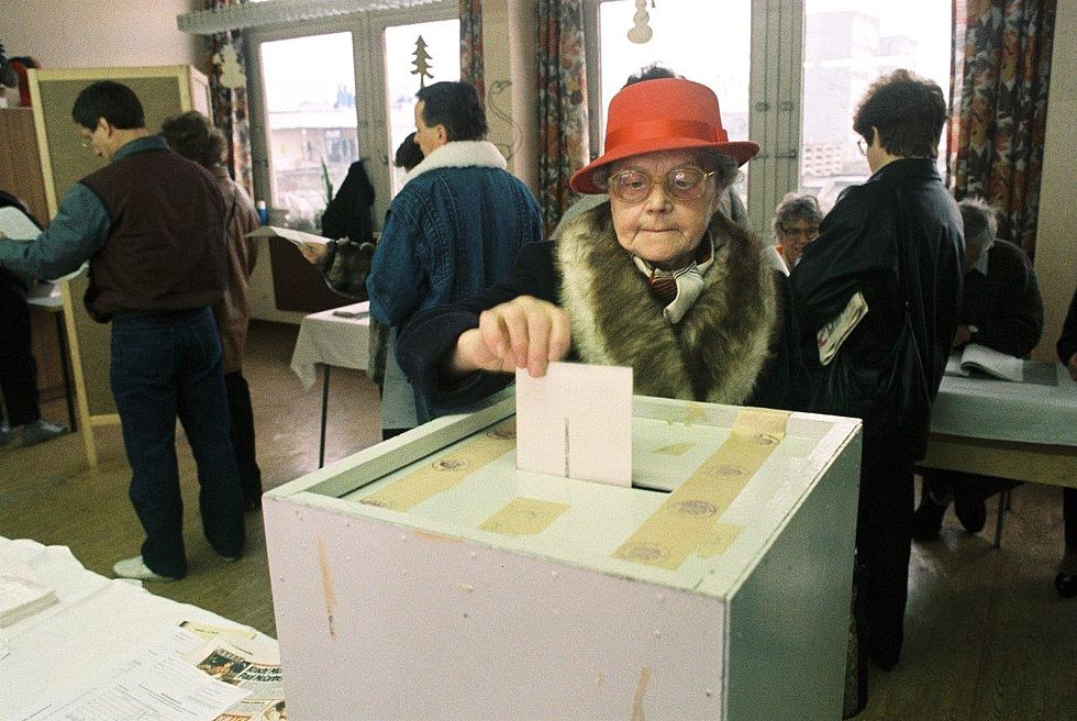 A German woman votes in the first all-German election since 1933
